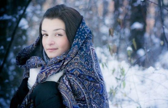 Как выбрать и носить платок с шубой