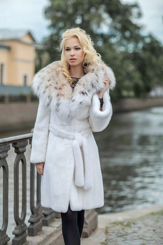 Красивая белая шуба
