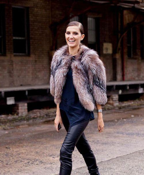 С чем носить короткую шубу: популярные сочетания одежды
