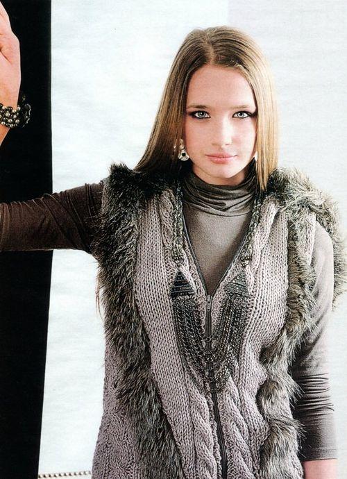 Женский вязаный жилет с мехом своими руками