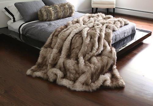 Виды меховых пледов для дивана и кровати
