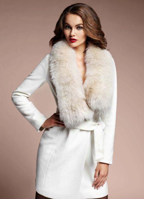 Обзор моделей пальто с меховым воротником