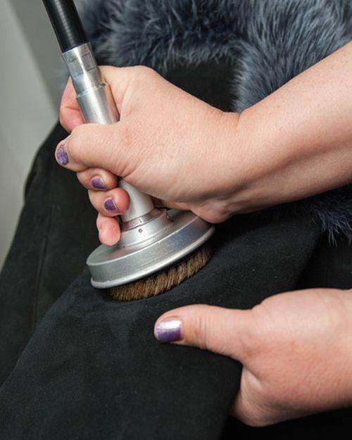 Как почистит дубленку из замши в домашних  836