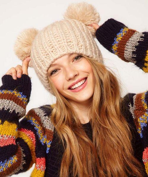 Выбираем модные зимние шапки с меховым помпоном