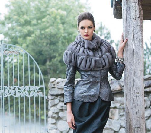 Элегантная курточка с меховым воротником