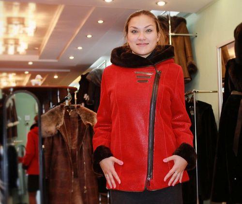 Красная классическая дубленка-косуха