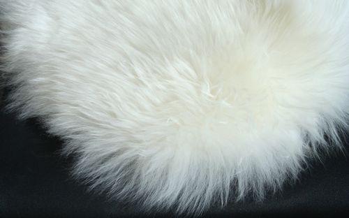 Стильные дубленки с белым мехом